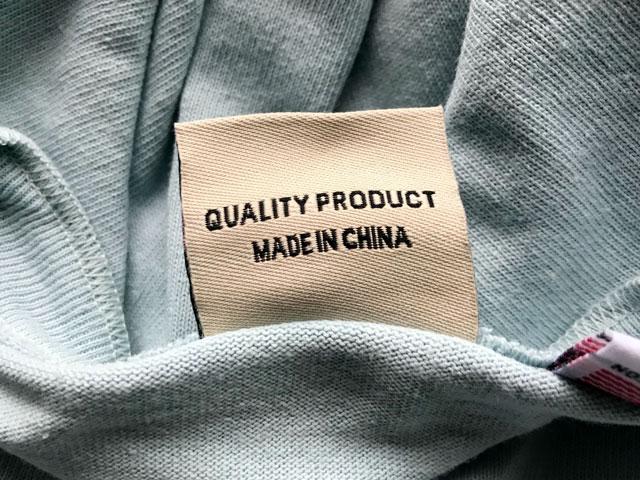 GoodwearのヘンリーネックTシャツ