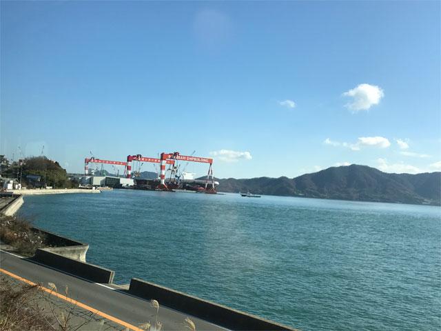 瀬戸内海と今治造船広島工場